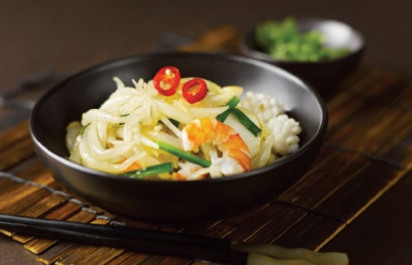 Stir-friend-Silver-Needle-Noodles-with-Seafood