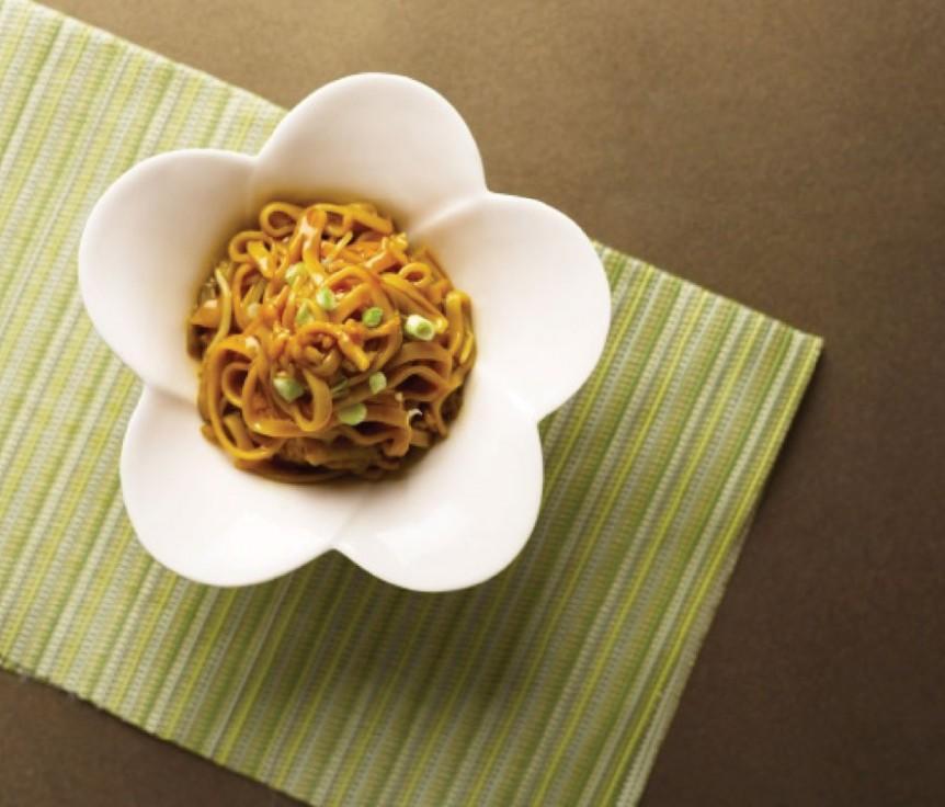 Braised-Hokkien-Flat-Noodles-with-Preserved-Vegetables-&-Pork
